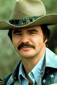 20 Incredibly Sexy Photos of Burt Reynolds From Between the and ~ vintage everyday Actors Male, Actors & Actresses, Handsome Actors, Vintage Hollywood, Classic Hollywood, Smokey And The Bandit, Burt Reynolds, Michigan, Star Party