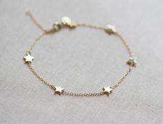Star Bracelet Delicate Chain Bracelet by amandadeer on Etsy Dainty Jewelry, Cute Jewelry, Modern Jewelry, Jewelry Box, Silver Jewelry, Silver Ring, Jewlery, Daisy Jewellery, Septum Jewelry