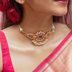 Pearl Necklace Designs, Jewelry Design Earrings, Gold Earrings Designs, Gold Choker Necklace, Indian Necklace, Antique Necklace, Jewellery Designs, Gold Jewelry, Indian Jewelry Sets