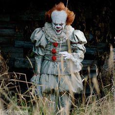 Meu Jesus Coroadoooo! A @entertainmentweekly divulgou essas fotos inéditas de It: A Coisa, que estreia em 7 de setembro nos cinemas! Quem vai ter coragem de encarar esse palhaço demoníaco?
