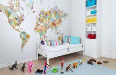 Wereldkaart als behang REBEL WALLS. www.rebelwalls.nl | wallpaper | muurdecoratie | wandbekleding | interieur | interior | styling | design | inspiratie | wonen | woonkamer | slaapkamer | kinderkamer
