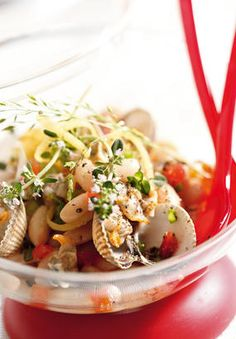 Cockle salad and coconut - Healthy Food Mom Healthy Snacks, Healthy Eating, Healthy Recipes, Pasta Tomate, How To Peel Tomatoes, Cockles, Fish And Seafood, Gourmet Recipes, Pasta Salad