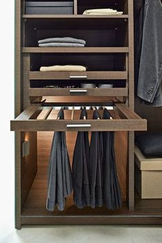 closet layout 586242076480261605 - Gliss Walk-In — IN-EX Source by Wardrobe Design Bedroom, Bedroom Cupboard Designs, Bedroom Cupboards, Master Bedroom Closet, Bedroom Wardrobe, Wardrobe Closet, Men Closet, Front Closet, Bathroom Closet
