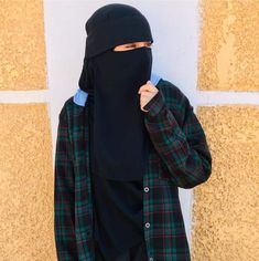 Cute Emoji Wallpaper, Cute Wallpaper Backgrounds, Cute Wallpapers, Romantic Love Stories, Beautiful Nature Wallpaper, Hijabi Girl, Islamic Love Quotes, Muslim Girls, Girls Dpz