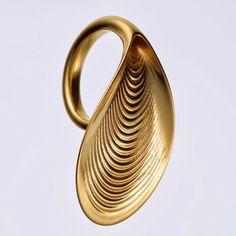 """""""Foliates"""", una colección de anillos de oro impresos en 3D http://www.print3dworld.es/2013/11/foliates-una-coleccion-de-anillos-de-oro-impresos-en-3d.html"""