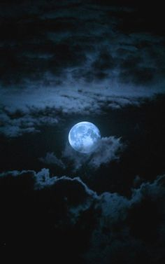 midnight sky More Beautiful Examples of Night Photography Night and moon captured in photographs is always beautiful, some of the most beautiful night photos Moon Moon, Moon Art, Yellow Moon, Shoot The Moon, Midnight Sky, Moon Pictures, Full Moon Photos, Art Pictures, Moon Photography
