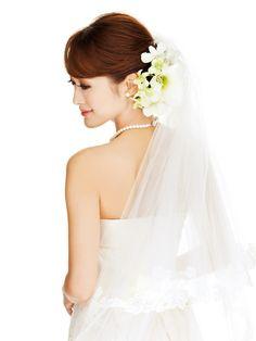 【25ans】トップにボリュームを置いて洗練された印象に|ヴァンサンカン・オンラ... : 【最新】結婚式・花嫁のヘアスタイル ウェディングドレスに似合う人気の髪型 画像・... - NAVER まとめ