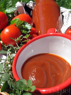 Hemlagad ketchup - 4 kg tomat, tillsatt: dl vatten, större . Food Crafts, Diy Food, Pickling Cucumbers, Ketchup, Cottage Cheese, Food Storage, Pesto, Pickles, Food And Drink
