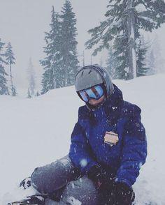 shred 🏂 • • •  pc: @phoebe7711 • • • • #mtbaker #snowboarding #snow #adventure #winter #winterwonderland #blizzard #2016
