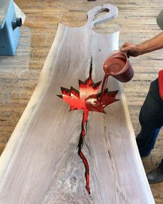 23 Clever DIY Christmas Decoration Ideas By Crafty Panda Epoxy Resin Table, Wood Resin, Wood Shop Projects, Easy Craft Projects, Diy Resin Crafts, Wood Crafts, Maple Leaf, Carpentry Projects, Creation Deco