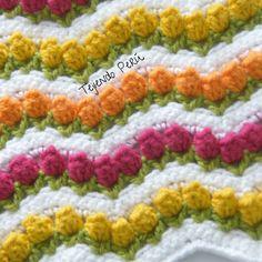 crochet: Punto tulipanes pero en ondas o zigzag!  Vídeo del pasos paso! ༺✿ƬⱤღ http://www.pinterest.com/teretegui/✿༻