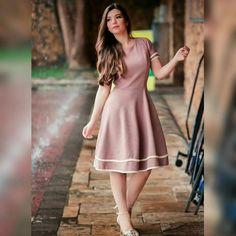 """45 curtidas, 3 comentários - Por Fernanda Alves 🌻 (@fashionemodesta) no Instagram: """"Look fofo e delicado, quem mais se identifica?? . . . . . . . #boanoite #dress #vestido #midi #gode…"""""""