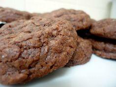 Υπέροχα, λαχταριστά κουλουράκια με Nutella. Μια εύκολη συνταγή με 5 μόνο υλικά έτοιμα σε 10 λεπτά για το φούρνο για να απολαύσετε λαχταριστά κουλουράκια με