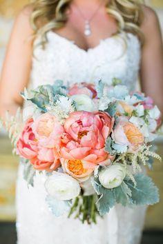 Gorgeous wedding bouquet idea; Photo: Jasmine Lee Photography