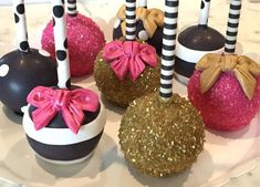 Bridal shower cake pops - black, white, pink + gold cake pops {Courtesy of Etsy} Kate Spade Party, Kate Spade Bridal, Kate Spade Cake, Cake Pops, Gold Party, Candy Apples, Savoury Cake, Shower Cakes, Themed Cakes