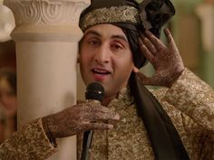 Ranbir Kapoor has broken a stereotype in 'Ae Dil Hai Mushkil' by applying mehendi on his hand in the film.