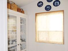 キッチンの横に食品庫と家事室があります Bathroom Medicine Cabinet