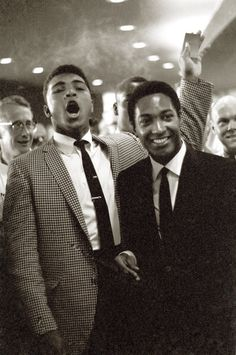 Heavyweight Muhammad Ali with singer Sam Cooke during Floyd Patterson vs Sonny Liston fight at the Convention Center. Las Vegas, NV Get premium, high resolution news photos at Getty Images Muhammad Ali, Steve Mcqueen, Sam Cooke, Style Ivy League, Baba Vanga, Pin Up, Float Like A Butterfly, Portraits, Raining Men