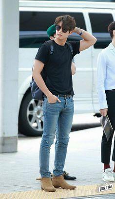 20160729 Minho left the Inchon Airport for LA Jonghyun, Shinee Minho, Choi Min Ho, Love Is Gone, Korean Couple, Kim Kibum, Kpop Guys, Korean Music, Airport Style