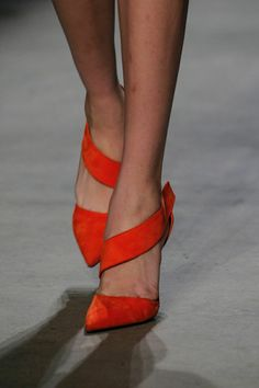 Every woman needs at least 1 pair of red shoes in her closet! Narciso Rodriguez Fall 2014 RTW - Details - Fashion Week - Runway, Fashion Shows and Collections - Vogue Red Shoes, Cute Shoes, Me Too Shoes, Shoes Style, Red Pumps, Fall Shoes, Narciso Rodriguez, Stilettos, Stiletto Heels