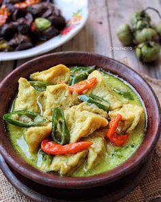 Indonesian Food Traditional, Indonesian Cuisine, Indonesian Recipes, Vegetable Recipes, Vegetarian Recipes, Cooking Recipes, Malay Food, Malaysian Food, Nasi Goreng