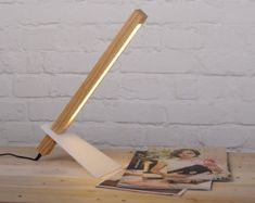 Modern minimal desk lamp wood por NixieDream en Etsy
