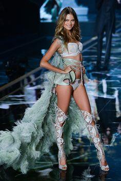 Le défilé Victoria's Secret printemps-été 2015 en images Behati Prinsloo.