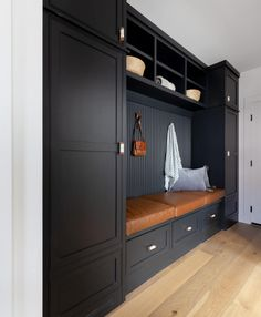 Mudroom Cabinets, Mudroom Laundry Room, Built In Cabinets, Black Cabinets, Boot Room Utility, Flur Design, Built In Bench, Oak Bench, Built Ins
