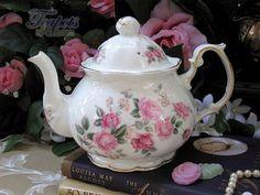 Heirloom Olde English Rose Vintage 1940 Bone China 4 Cup Teapot