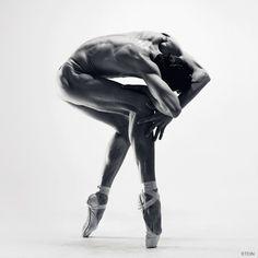 """""""Io crederei solo ad un dio che sapesse danzare.""""  Friedrich Nietzsche, Così parlò Zarathustra, 1885"""