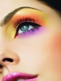 Be bold with colorful eye shadows. #PrettyHappy