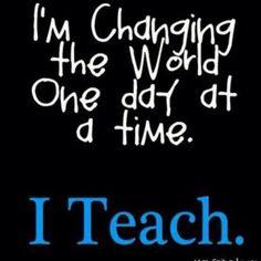 Estoy cambiando el mundo un dia a la vez. Enseño.