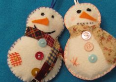 Mr and Mrs Snow.  This NOT a pattern or a tutorial but I think that they would be pretty easy to make.  Aren't they cute?!