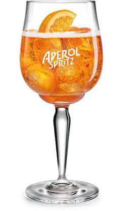 Come si prepara l'Aperol Spritz? Scopri la ricetta originale, con gli ingredienti e la procedura per ottenere un eccellente Spritz!