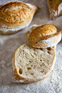 Loose and highly aromatic: Rustic Baguette Simple Muffin Recipe, Healthy Muffin Recipes, Easy Bread Recipes, Healthy Muffins, Donut Recipes, Pizza Recipes, Easy Rolls, Homemade Rolls, Lard