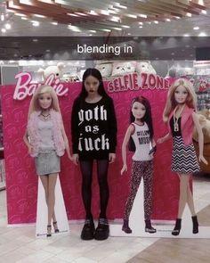 "@6thenlightment on Instagram: ""Is she blending in???"" Tim Burton, Emo, Chica Dark, Estilo Grunge, Gyaru, My Vibe, Aesthetic Grunge, Grunge Hair, Photo Dump"
