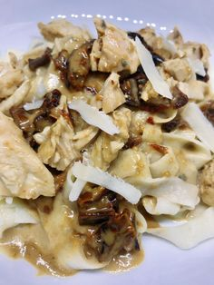 Pasta with Chicken and Sun-Dried Tomatoes in Gorgonzola Sauce Chicken Gorgonzola, Gorgonzola Sauce, Healthy Pasta Recipes, Healthy Pastas, Chicken Recipes, Pasta With Wine, Pasta Dinners, Pasta Shapes, Homemade Pasta