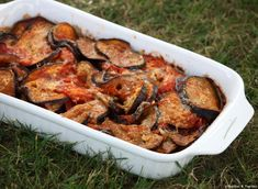 Aubergines à la Parmesane [A la Parmigiana] - Expolore the best and the special ideas about Frugal meals Frugal Meals, Tandoori Chicken, Eggplant, Chicken Wings, Entrees, Pork, Veggies, Food And Drink, Meat