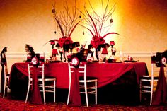 Table setting inspiration Moulin Rouge