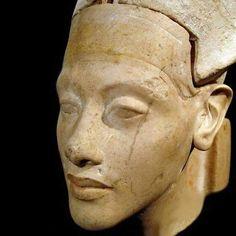 Statue head of Pharoah Akhenaten. Kestner Museum Hannover, Germany.