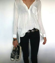 Black and white with a hint of boho: black skinnies, white Shirt. Paired with your favorite old Chucks and a Metal Belt