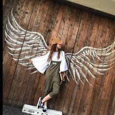 wing mural >Follow me and you can see more like this< ~Sígu...- wing mural >Follow me and you can see more like this< ~Sígueme y veras más de... Follow me and you can see more like this wing mural >Follow me and you can see more like this< ~Sígueme y veras más de esto~ -#easygraffitimurals #graffitimuralsdesign #graffitimuralshouse #graffitimuralsposts #wildstylegraffitimurals Murals Street Art, Graffiti Murals, Street Art Graffiti, Mural Art, Wall Murals, Angel Wings Art, Angel Art, Cafe Interior Design, Cafe Design