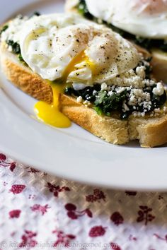 Kitchen Highlights: Poached Egg Toast with Spinach and Feta - Nutritio...