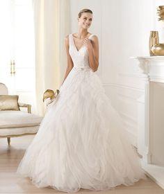 V Neck Chapel Train Tulle Ball Gown Wedding Dress Wpr0037