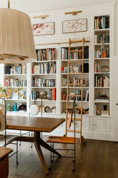 Home Interior Design — At home library – Bookshelf Decor Home Design, Home Interior Design, Design Ideas, Home Library Design, Home Library Decor, Design Design, Design Inspiration, Interior Stylist, Urban Design