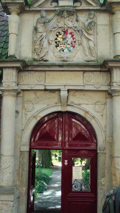 Toegangspoort tot hofje in Dordrecht