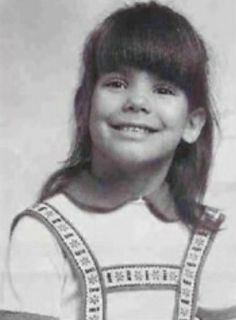 I am such a cheeser her and so cute. I grow up to be great in the movies. Men love me for my looks and woman cause I am a regular person. I am Sandra Bullock Celebrities Then And Now, Young Celebrities, Sandra Bullock, Jesse James, Childhood Photos, Celebrity Babies, Hollywood Stars, Famous Faces, Celebrity Pictures