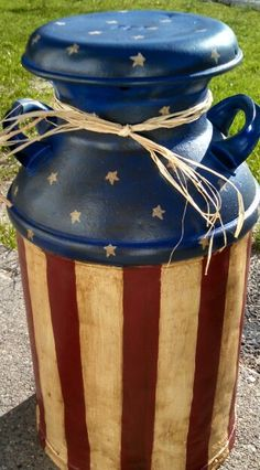 Painted milk can americana Rustic Crafts, Upcycled Crafts, Metal Crafts, Decor Crafts, Repurposed, Diy Crafts, Milk Can Decor, Painted Milk Cans, Old Milk Jugs