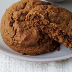 Molasses and Crystalized Ginger Cookies Recipes Molasses Cookies, Ginger Cookies, Ricardo Recipe, Best Cookies Ever, Biscuit Cookies, Coco, Food Inspiration, Cookie Recipes, Deserts