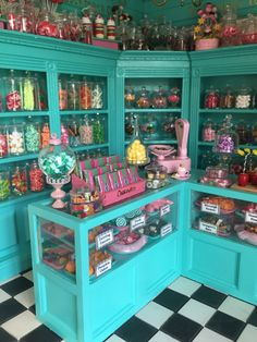 On Being a Mini Mum.: Mrs Flume is busy.Honeydukes Awaits Its First Customers. Candy Store Design, Candy Store Display, Candy Room, Vintage Candy, Mini Things, Cake Shop, Candyland, Confectionery, Candy Colors